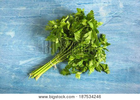 A bunch of green parsley
