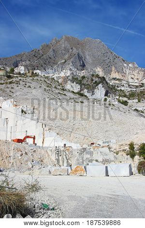 White Marble Mining In Carrara Quarry