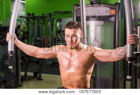 handsome fitness man weightlifting workout in gym.