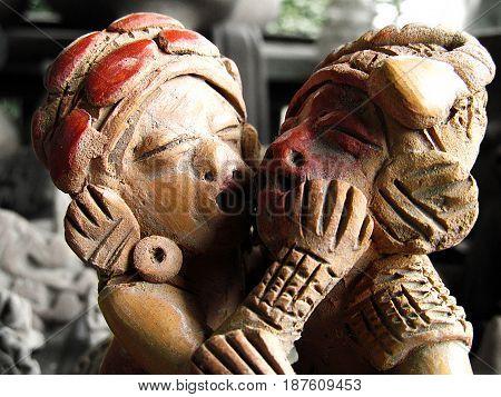 Escultura de barro, antigüedad de la cultura Machalilla, en Manabí, Ecuador.