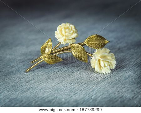 Golden Rose. Vintage brooch.