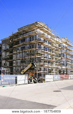 Nashville, TN, USA - 04/09/2015: Scaffolding around a new apartment complex in the booming city of Nashville in Tennessee