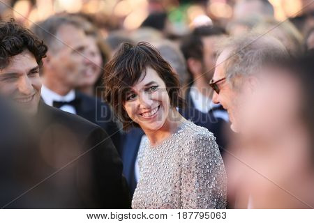 Charlotte Gainsbourg attends the 'Ismael's Ghosts (Les Fantomes d'Ismael)' screening and Opening Gala during the 70th annual Cannes Film Festival at Palais  on May 17, 2017 in Cannes, France.