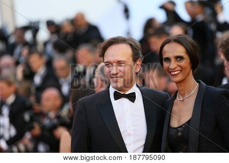 Vincent Perez attends the 'Ismael's Ghosts (Les Fantomes d'Ismael)' screening and Opening Gala during the 70th annual Cannes Film Festival at Palais  on May 17, 2017 in Cannes, France.