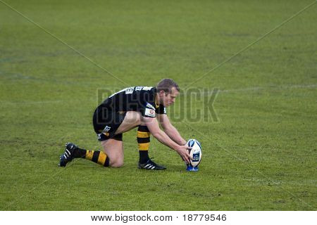 LONDON - MAY 1: Dave Walder, London Wasps fly-half, prepares to take a penalty. Amlin Challenge cup semi finals v Cardiff Blues