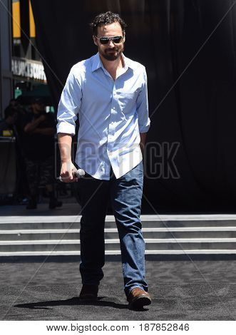LOS ANGELES - MAY 20:  Jake Johnson arrives for