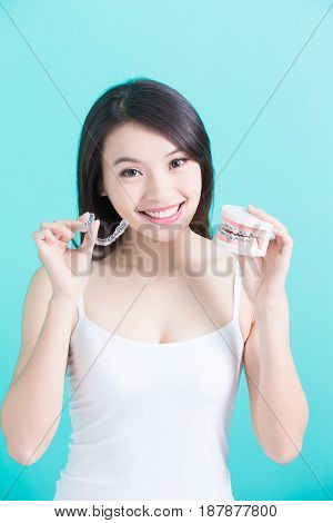 woman choicce different brace on green background