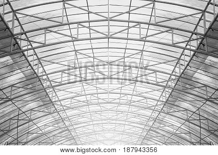 Structure of steel truss with plastic sheet roofs for building construction.
