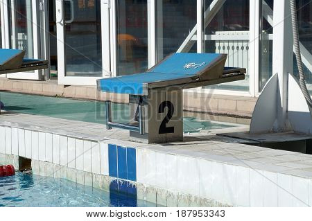 Number bedside table for the athlete's jump to the pool