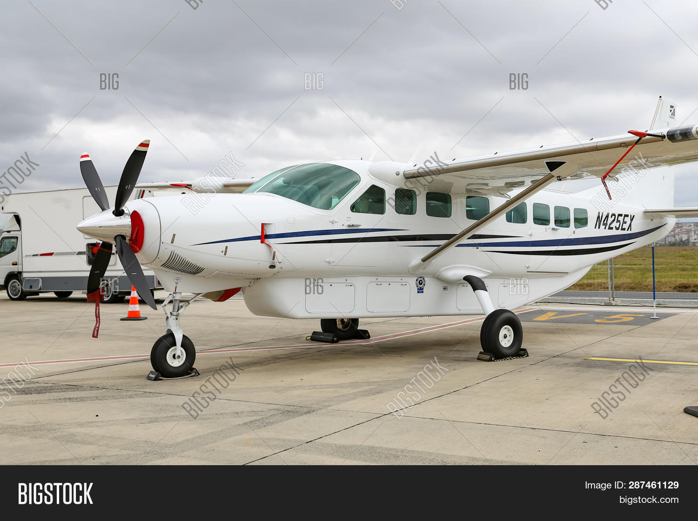 Cessna 208b Grand Image Photo Free Trial Bigstock