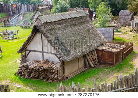 Essex, Uk - 31 August, 2018: Norman Village Reconstruction, Dated Back To 1050. Educational Centre F