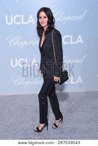 LOS ANGELES - FEB 21:  Courteney Cox arrives for the UCLA Hollywood for Science Gala on February 21, 2019 in Los Angeles, CA