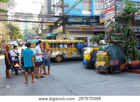 Manila, Philippines - 24 September, 2018: European Tourist Talks With Locals On The Street Of The Ci