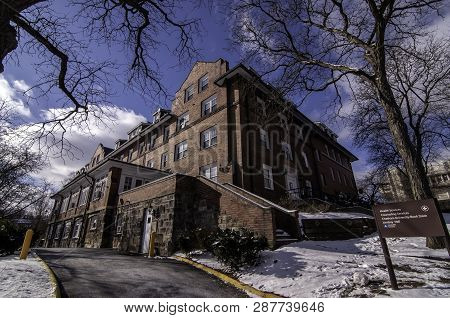 Pittsburgh, Pennsylvania, Usa 03/05/2019 Woodland Hall Dorm On The Campus Of Chatam University In Wi
