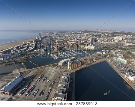 Editorial Swansea, Uk - February 27, 2019: Swansea City Marina, Town Centre And Swansea Bay, With Th