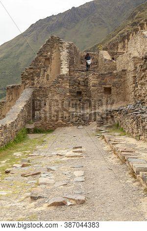 Ollantaytambo, Peru - April 4, 2014: Ollantaytambo Archaeological Site, Ruins And Constructions Of A