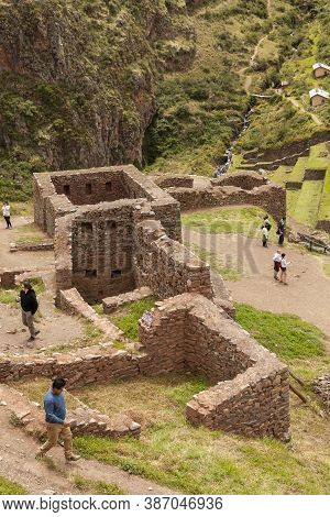 Pisac, Peru - April 4, 2014: Archaeological Park Of Pisac, Visitors And Tourists In The Ruins Of The