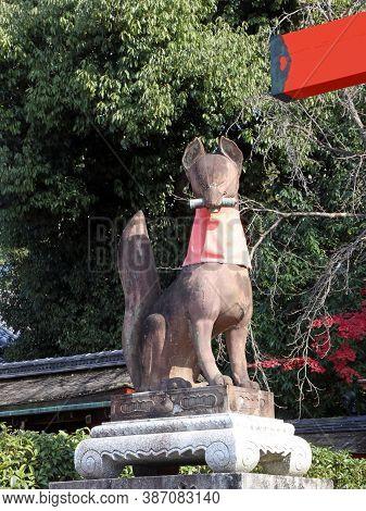 Fushimi-ku, Kyoto, Japan, November 17, 2017 : Statues Of Foxes At The Main Gates Of The Shrine At Th