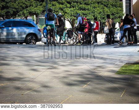 Melbourne, Au - 25 Sep 2018: Urbanites Under The Tree Shade Along The Southbank Promenade. City Plan
