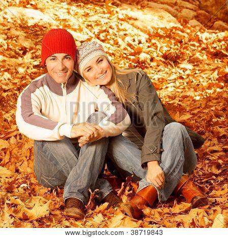 Foto von happy young Family verbringen Zeit zusammen im freien, sitzen auf den Boden bedeckten kuppelkirche