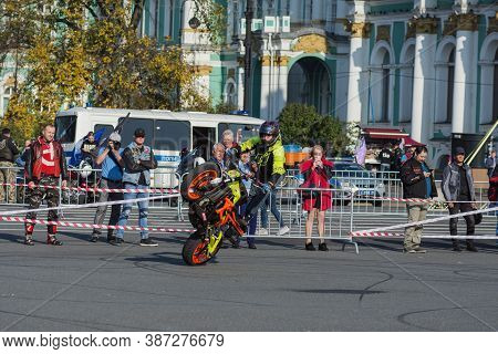 St Petersburg, Russia-september 26, 2020: Stunt Riding Show On The Palace Square During Annual Motor