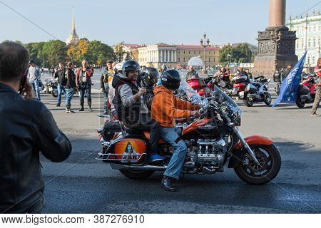 St Petersburg, Russia-september 26, 2020: Motorcyclists And Their Motorcycles On The Palace Square,