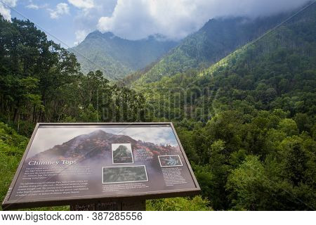 Great Smoky Mountains, Tennessee-north Carolina. Usa. August 2020, Information Plaque About The Chim
