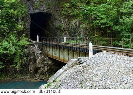 Natural Tunnel Railroad Tunnel Is The Namesake And Centerpiece Of The Natural Tunnel State Park In S