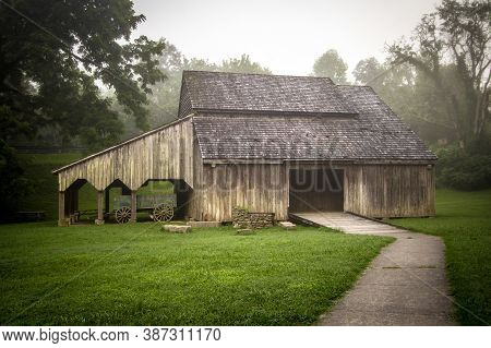 Barn In Rural Tennessee.  Historic Barn On Display At Norris Dam State Park In Tennessee. This Is Pu