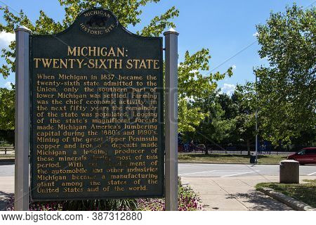 Monroe, Michigan, Usa - August 17, 2020: Historical Marker Honoring The State Of Michigan As The Twe