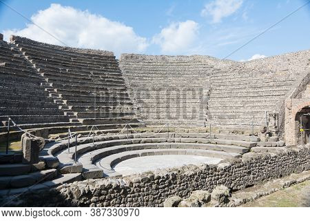 Pompeii,italy-march 27, 2016: Columns And Ruins Inside The Pompeii Archeological Site Near Naples Du