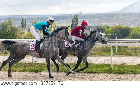 Pyatigorsk,russia - September 27,2020:horse Race For The Farewell Prize On Pyatigorsk Hippodrome - T