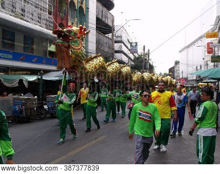 Bangkok, Thailand, November 14, 2015: A Group Of Men Carrying A Dragon In The Cavalcade In A Festiva