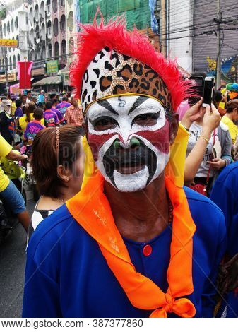 Bangkok, Thailand, November 14, 2015: A Man In Costume And Makeup At A Festival Of The Clans Of The