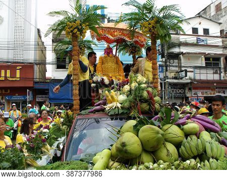 Bangkok, Thailand, November 14, 2015: Float Carrying A Buddha Full Of Fruit In The Parade Of A Festi