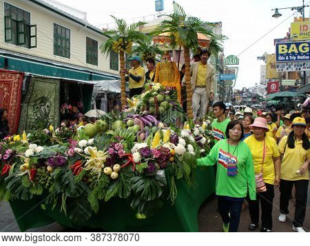 Bangkok, Thailand, November 14, 2015: Group Of People Around The Float That Carries Buddha During Th