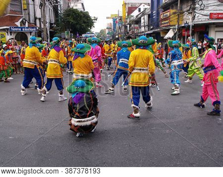 Bangkok, Thailand, November 14, 2015: A Group Of Costumed People Dance At A Clan Festival Of The Chi