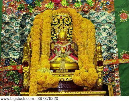 Bangkok, Thailand, November 14, 2015: Revered Buddha Image At A Bangkok Chinese Community Clan Festi