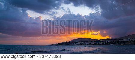 Hazy mountain range against sunset sky Photo Panorama