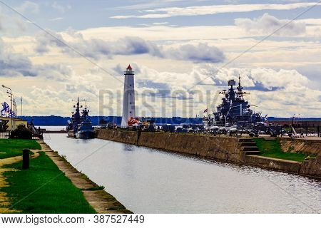 Kronshtadt, Saint Petersburg, Russia - Septermber 8, 2020: View Of The Peter Canal With A Lighthouse