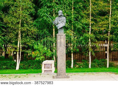 Kronshtadt, Saint Petersburg, Russia - Septermber 5, 2020: Monument To Aivazovsky, A Well-known Russ
