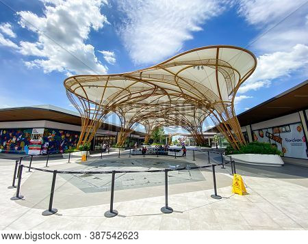 Bangkok Thailand - 26 Sep 2020: Siam Premium Outlets Bangkok, This Is The New Shopping Area In Thail
