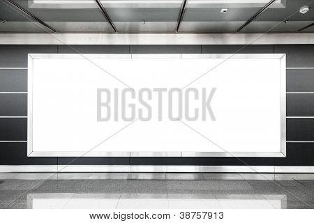Outdoor em branco na sala interior moderna útil para publicidade