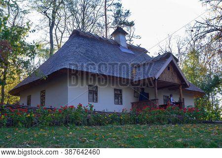 Kaniv, Ukraine, September 2019. Old Traditional Ukrainian House In The Taras Shevchenko National Res