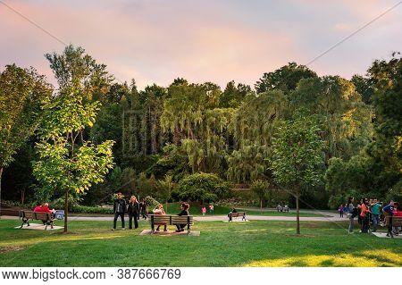 Toronto, Canada - 09 23 2018: Torontonians Having Rest In Toronto Botanical Garden. Toronto Botanica