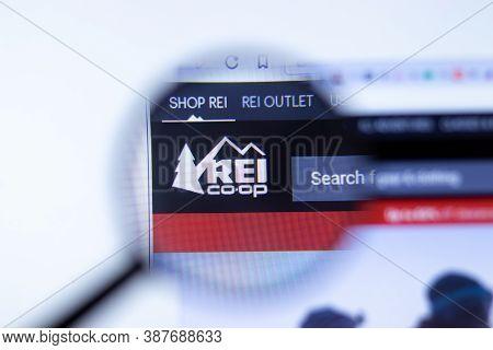 New York, Usa - 29 September 2020: Rei.com Rei Company Website With Logo Close Up, Illustrative Edit