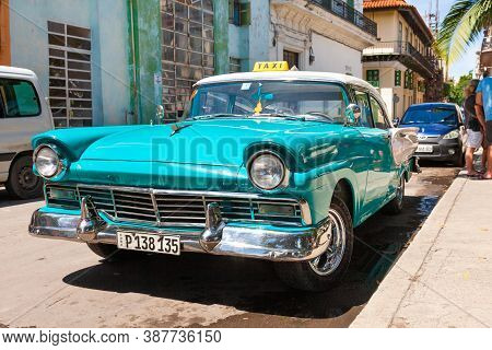 Havana, Cuba-october 08, 2016. Vintage, Classic, American Car Used As A Taxi Parked On The Street On