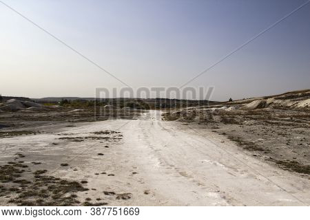 Cretaceous Road In The Ukraine, The Village Of Mogritsa.