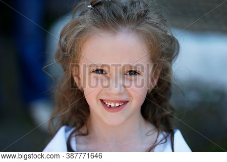 June 03, 2016 Belarus, Gomil. City Holiday. Portre Is A Beautiful Six-year-old Girl.