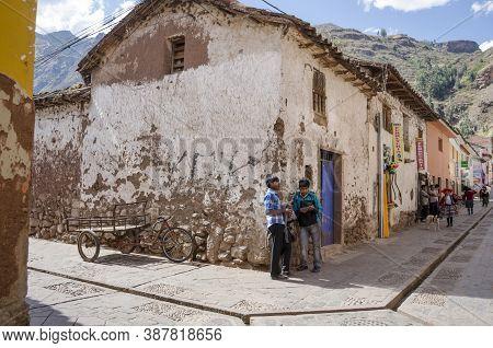 Pisac, Peru- September 27, 2015: Two Men Talking In The Street At Sunny Day In Pisac, Peru
